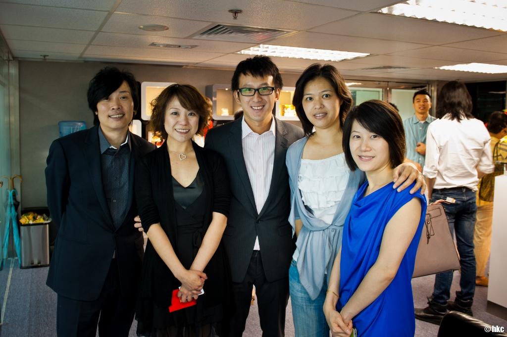 Kammie (右二) 為香港註冊慈善團體「糖尿天使」之創辦人,本學院之營養學導師亦為此團體擔任營養顧問