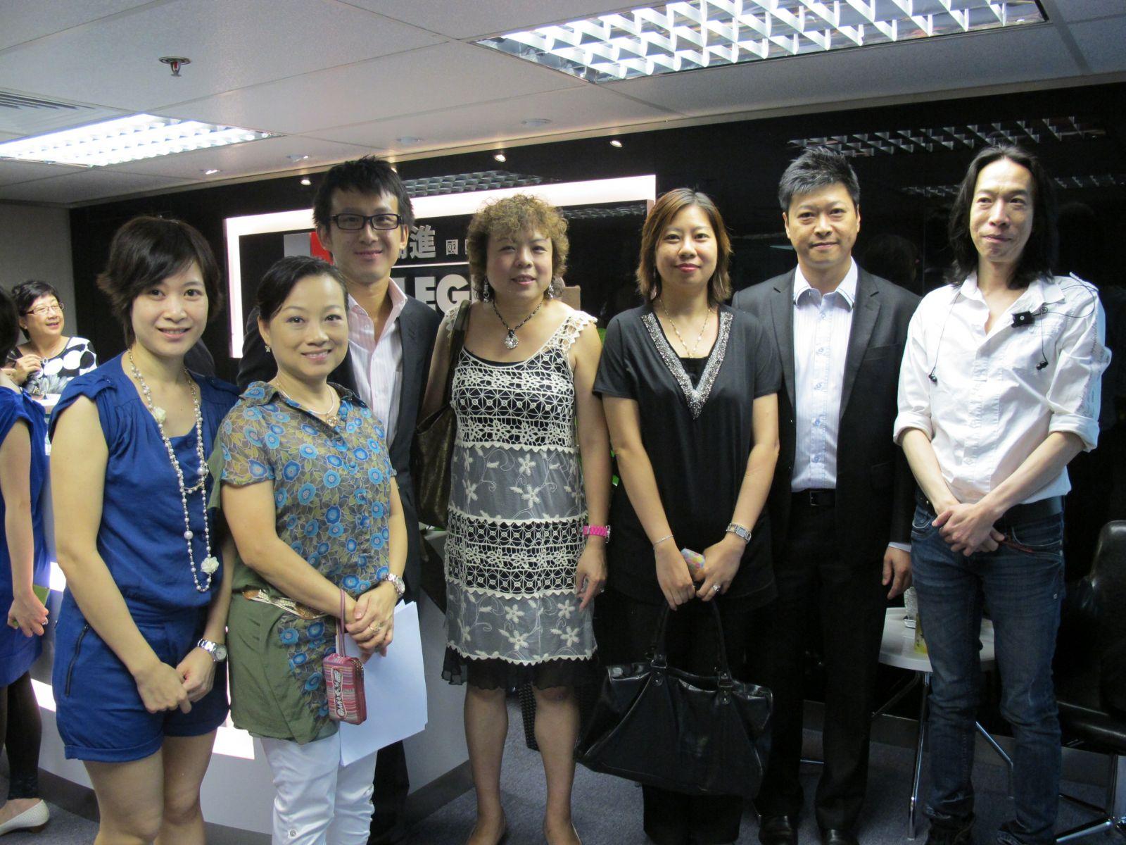 嘉賓親臨勵進國際培訓學院,左二為香港化妝品同業協會副監事長莫秀媚小姐,右一為本學院之校監林日陞博士